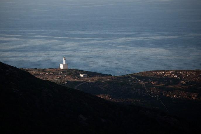Sentiero di trekking dell'Asinara che porta al faro