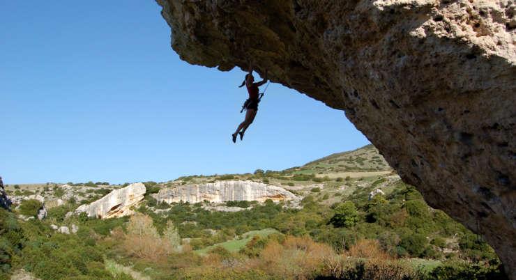Free climbing Isili